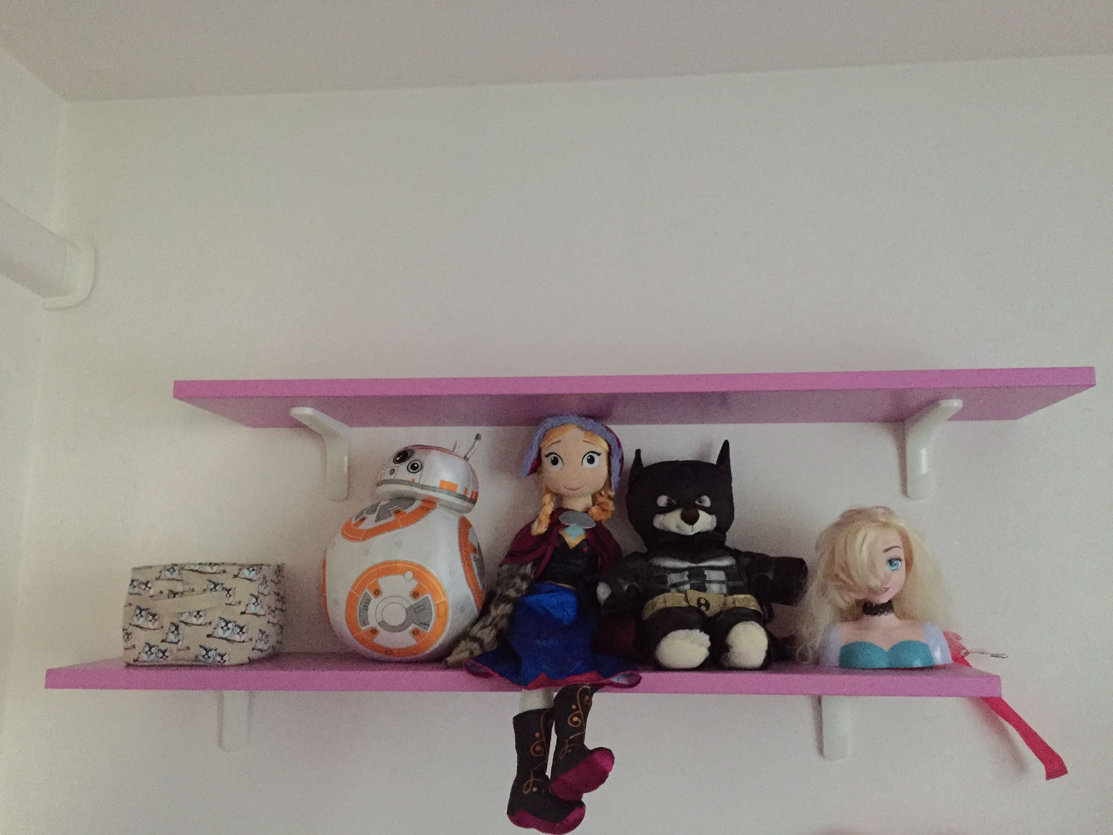 girls bedroom shelves