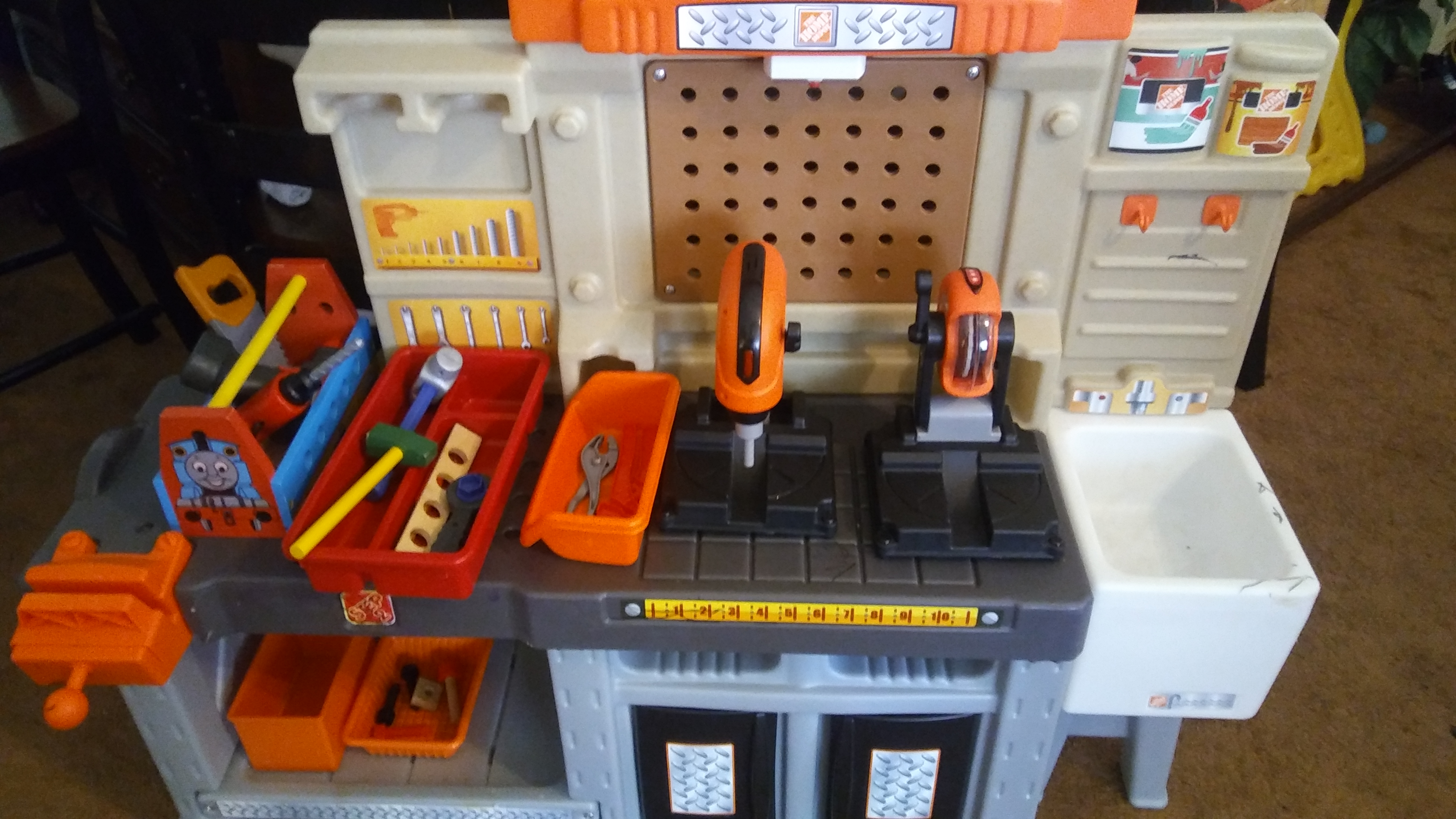 Home depit tool bench and power tools .