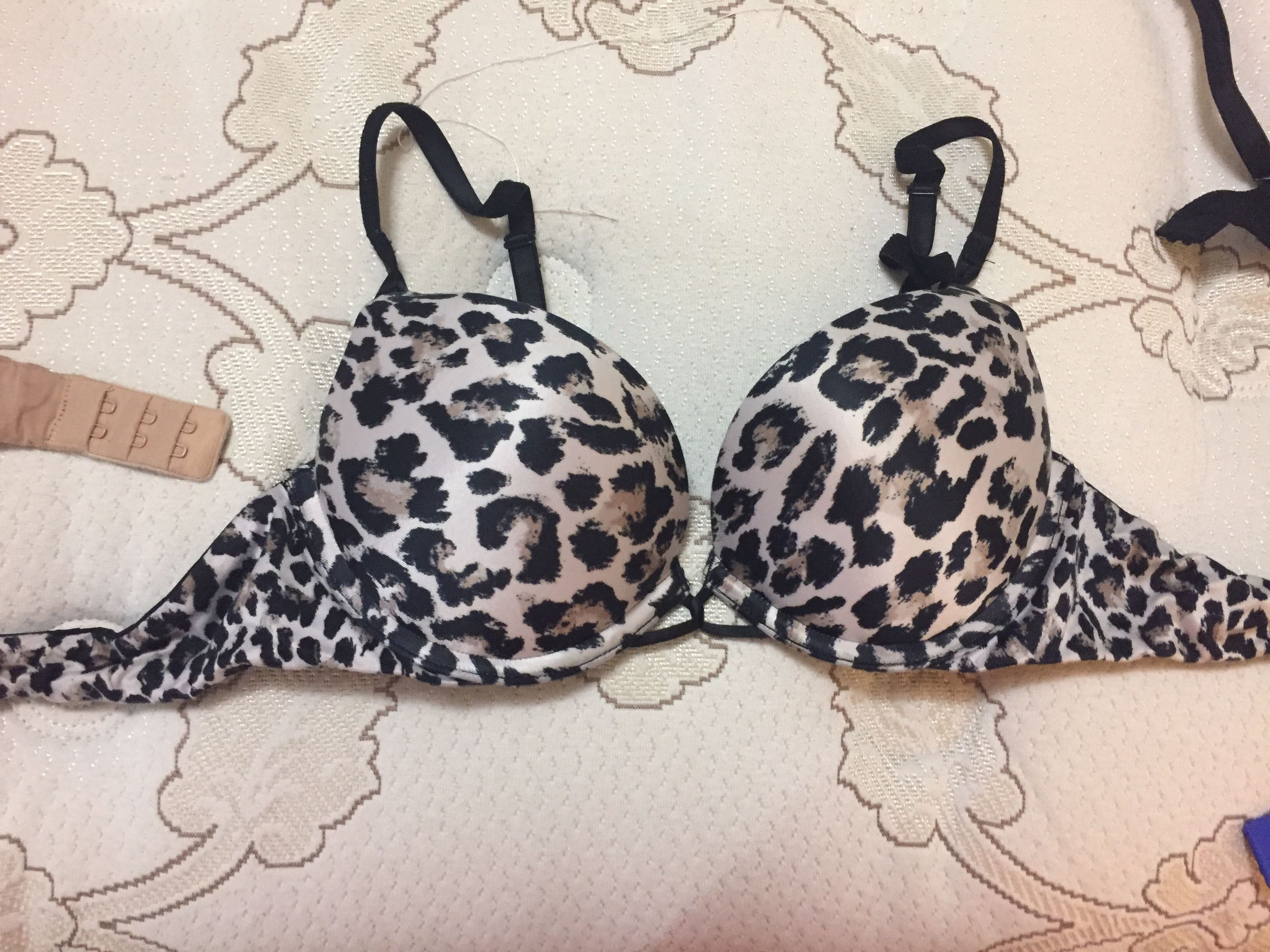 Miraculous plunge bombshell bra. 32b. Adds two cup sizes. VGUC