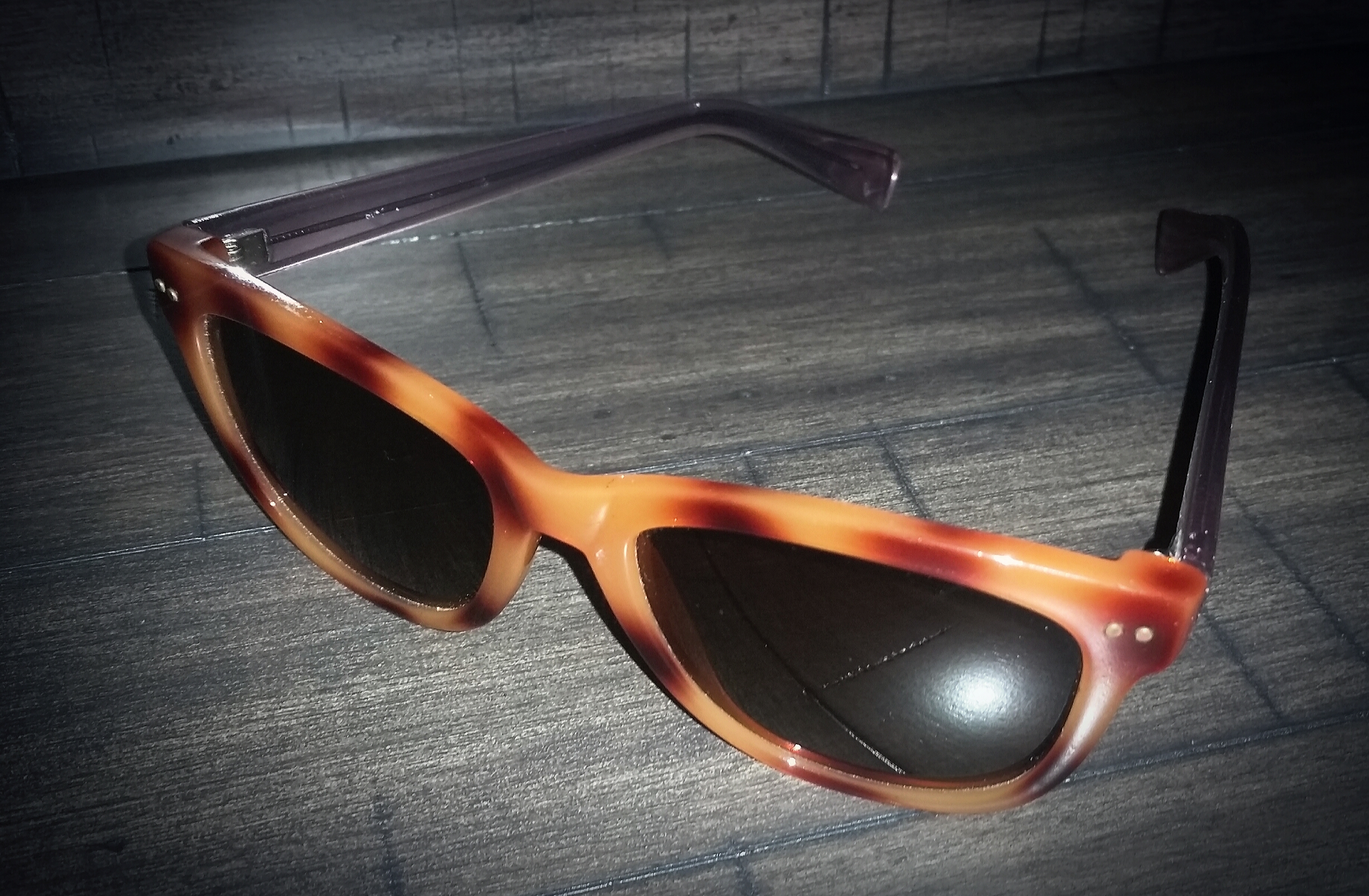 "In EUC (NO SCRATCHES ON EITHER LENS) Cole Haan tortoise shell ""Wayfarer"" sunglasses, purchased last summer (case kept) paid $120"