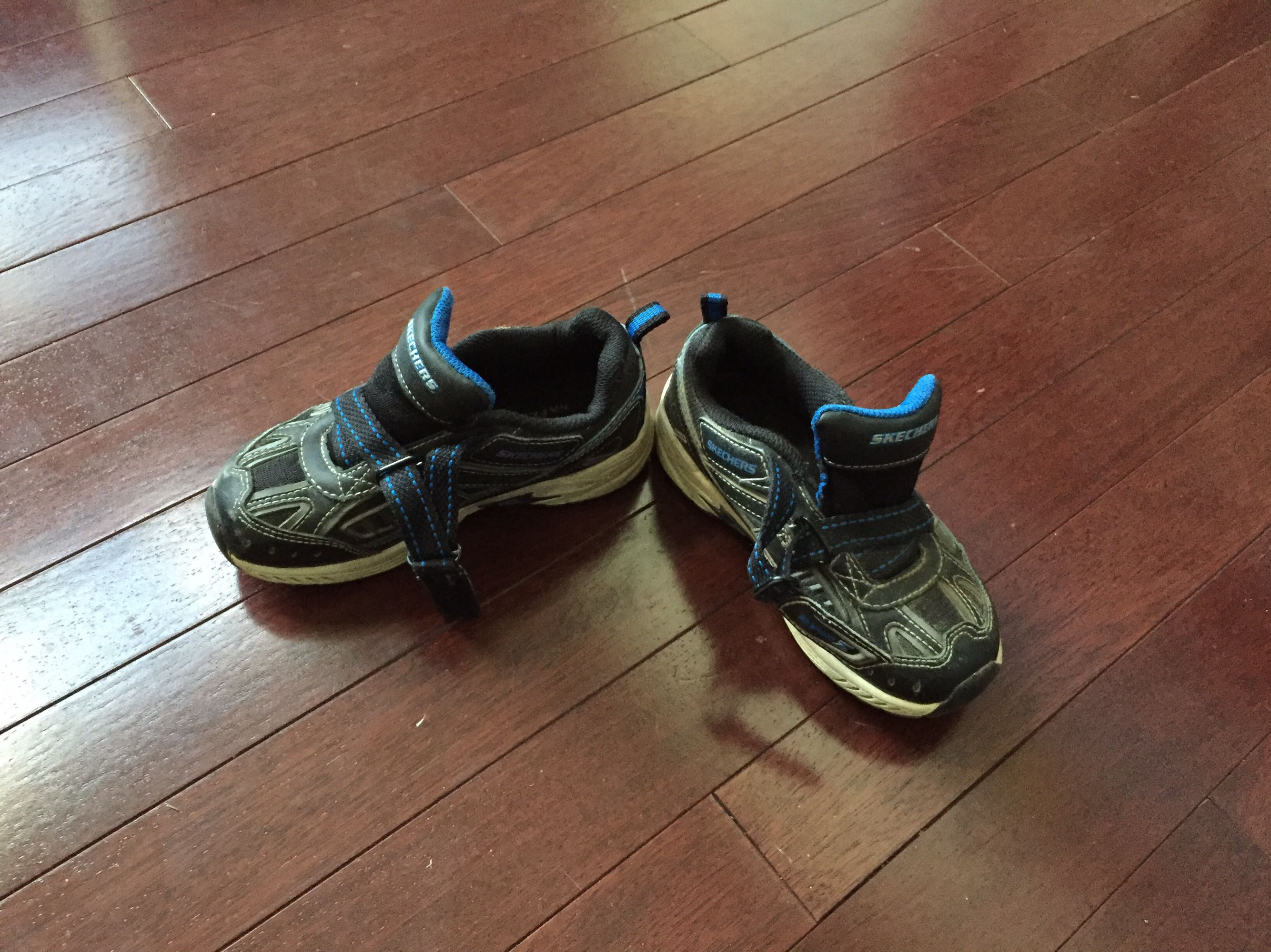 Size 9 sketchers. Used condition.