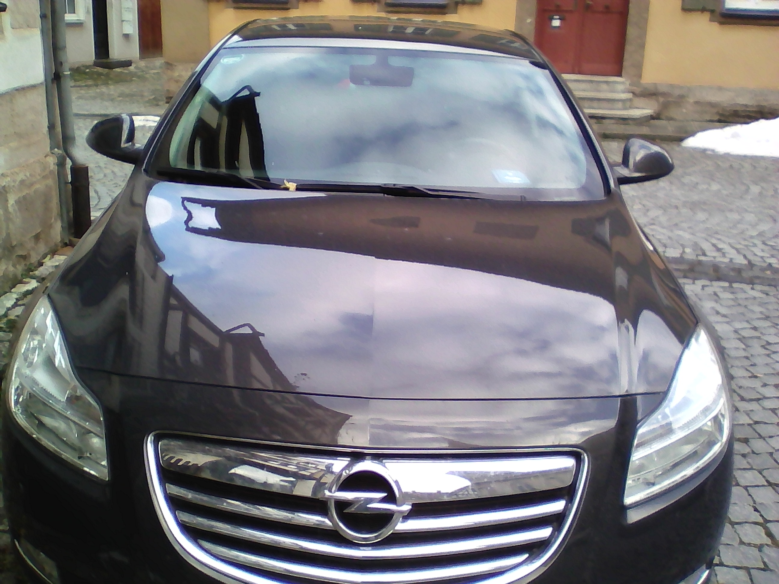 Opel Insignia 2012 5Speed with Ac and Heating Seats & Brand new Alloys with Tires Summer & Allweather