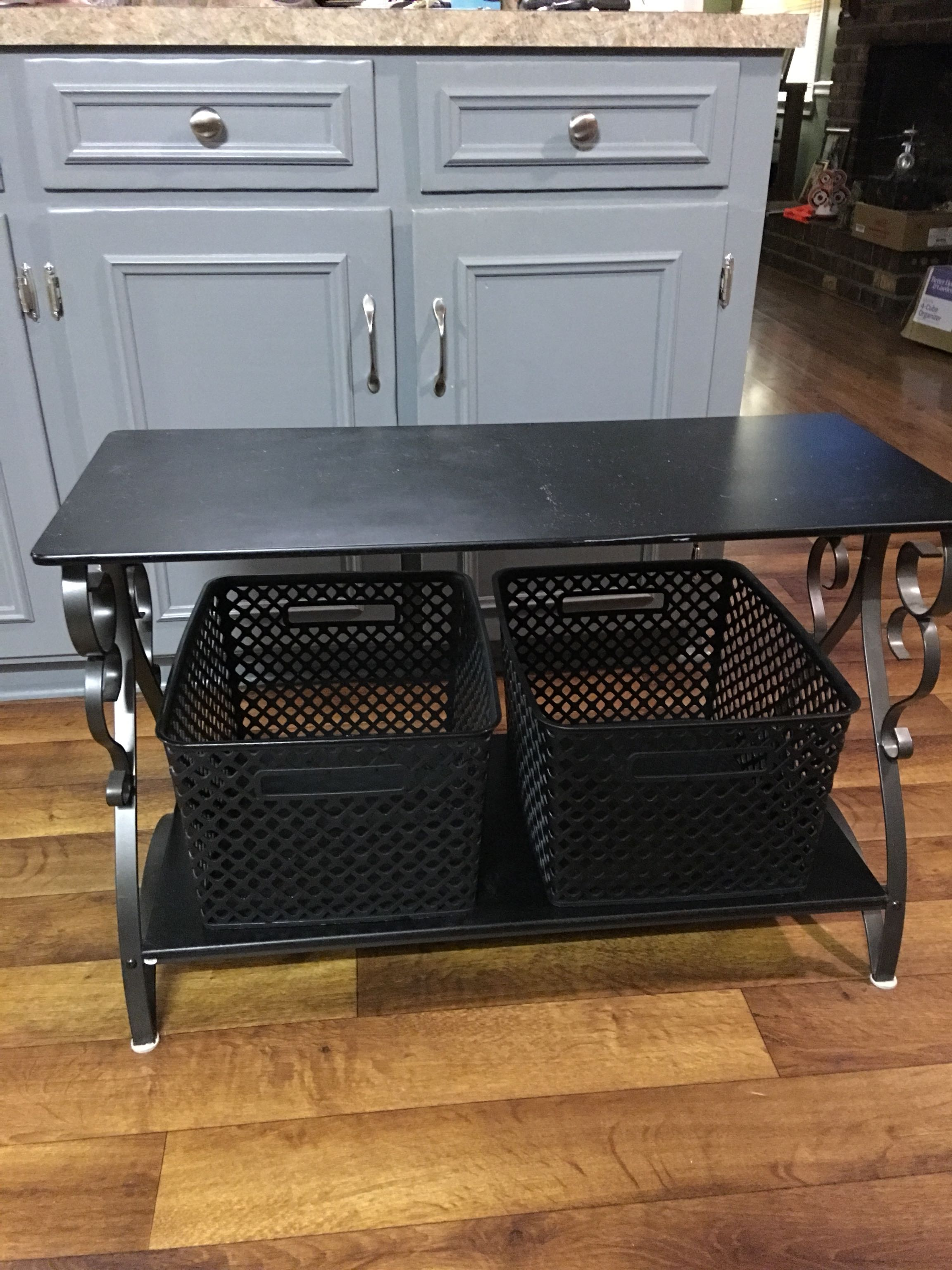 Nice entryway table/bench with storage