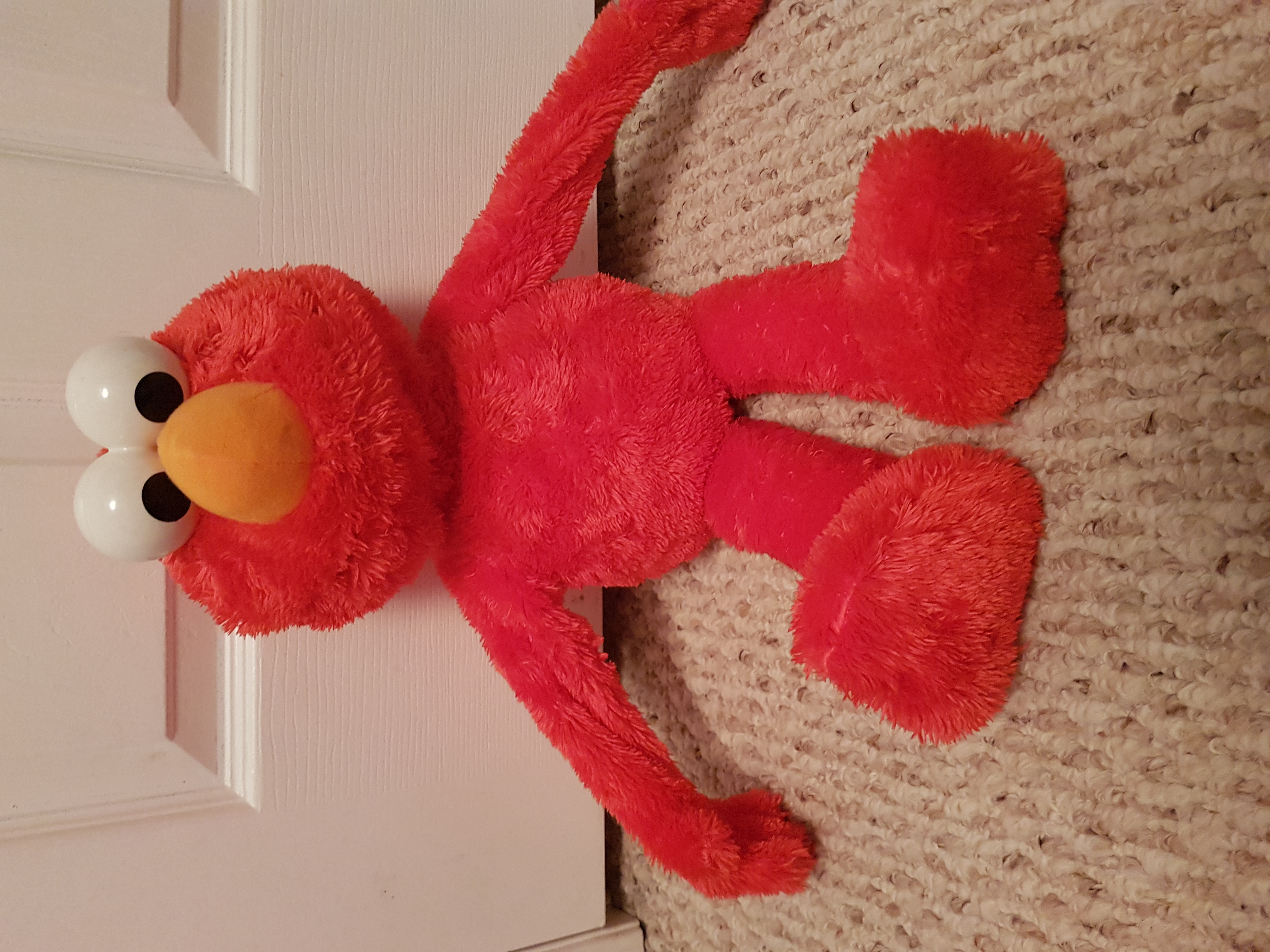hugging Elmo smoke free home in perfect condition