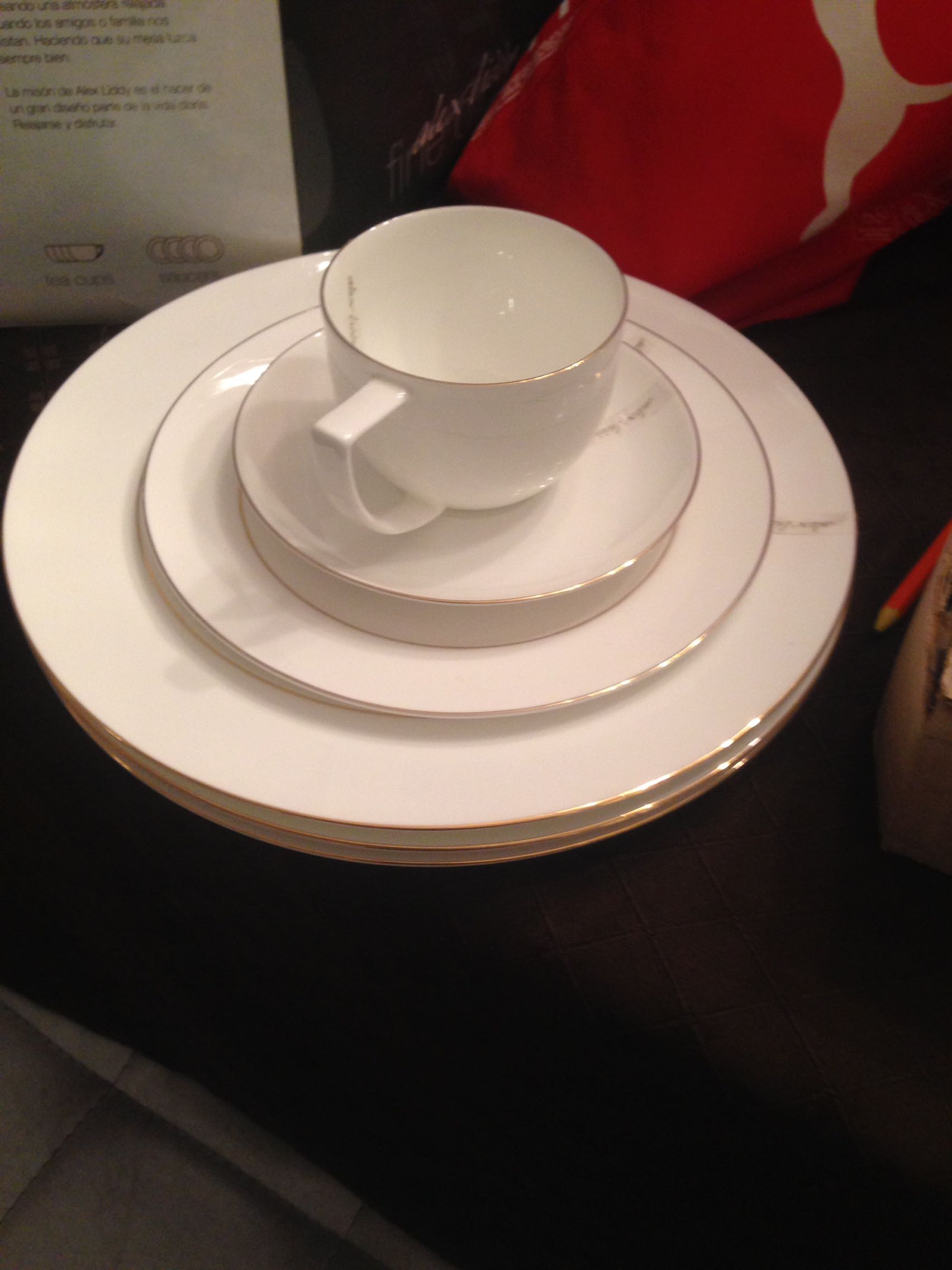 BNIB Alex Liddy Dinnerware