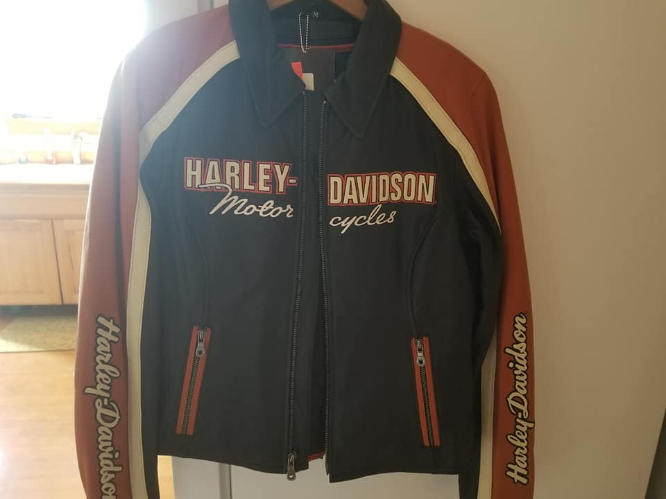 Womans Harley Davidson Jacket (medium)/Best offer will be considered