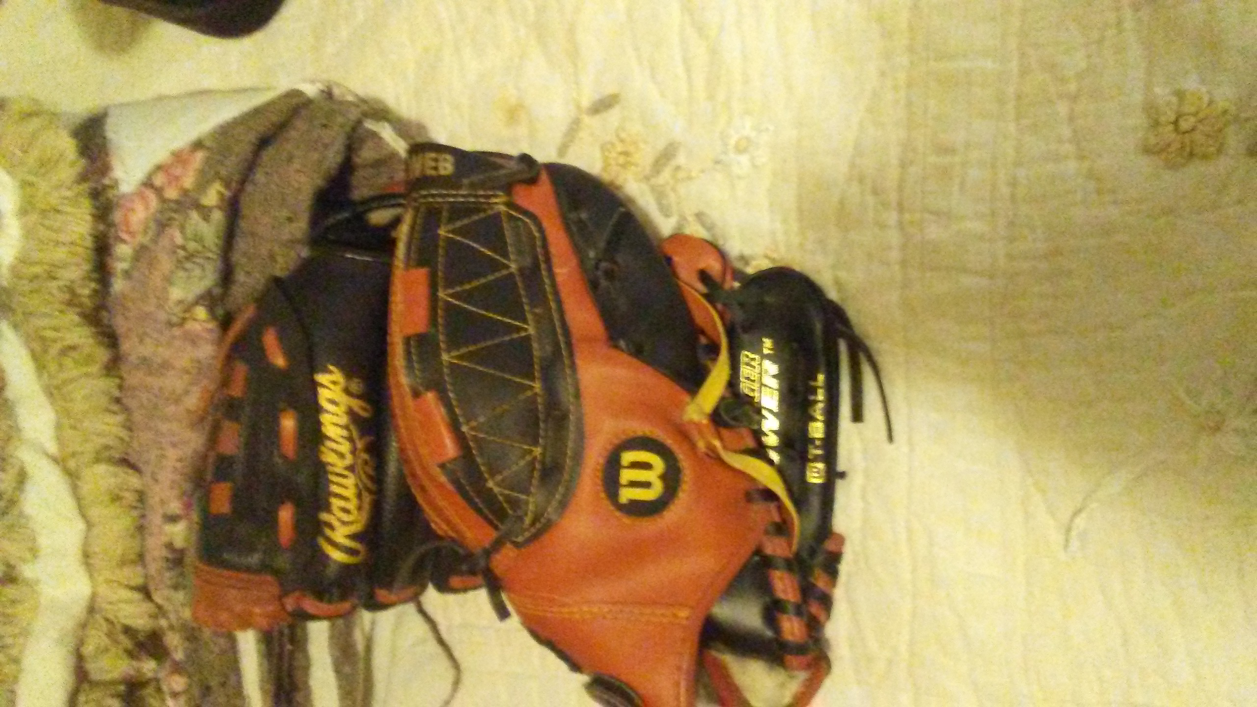 Rawlings and Wilson youth gloves