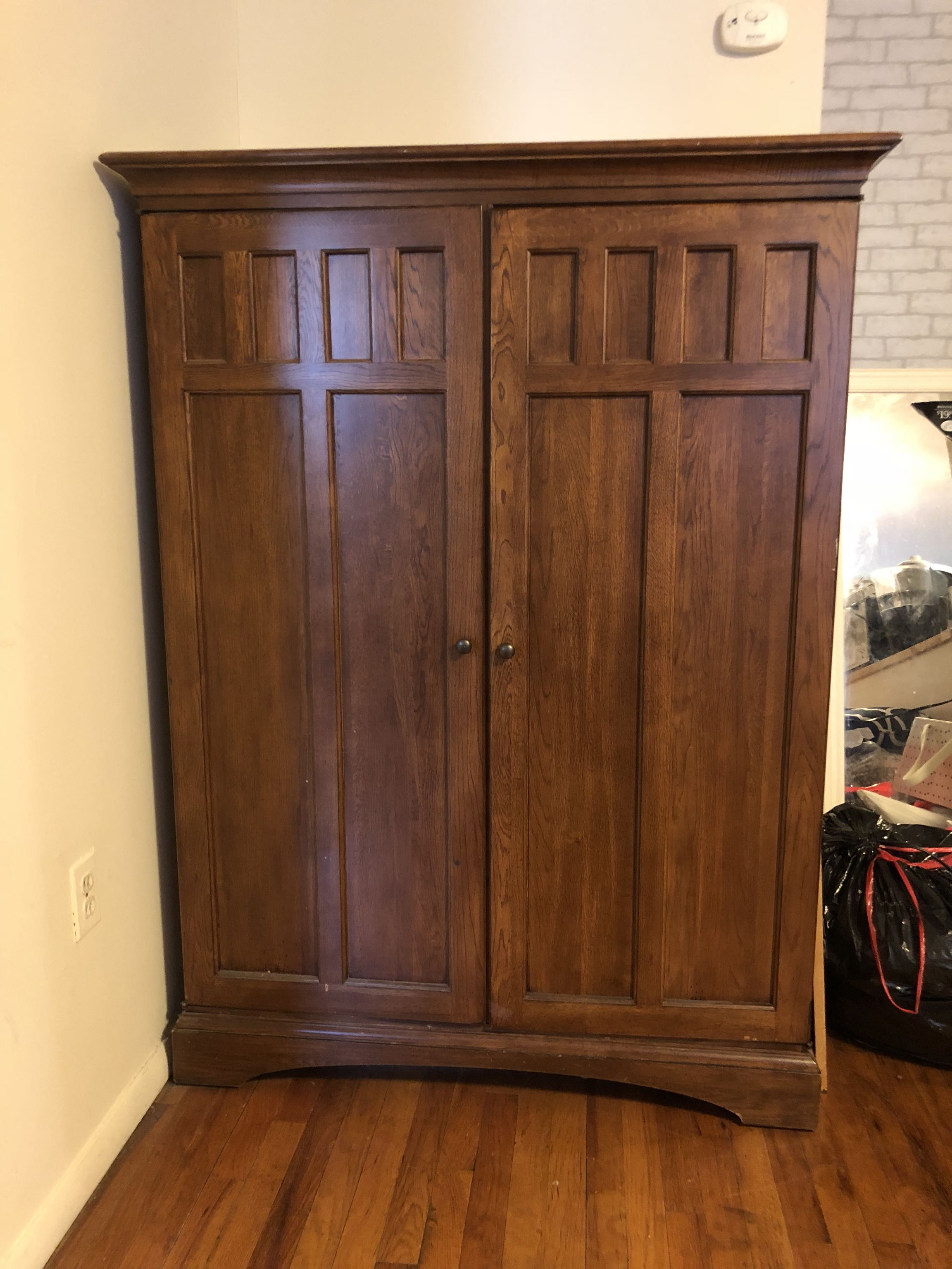 Vintage entertainment center with working plugs