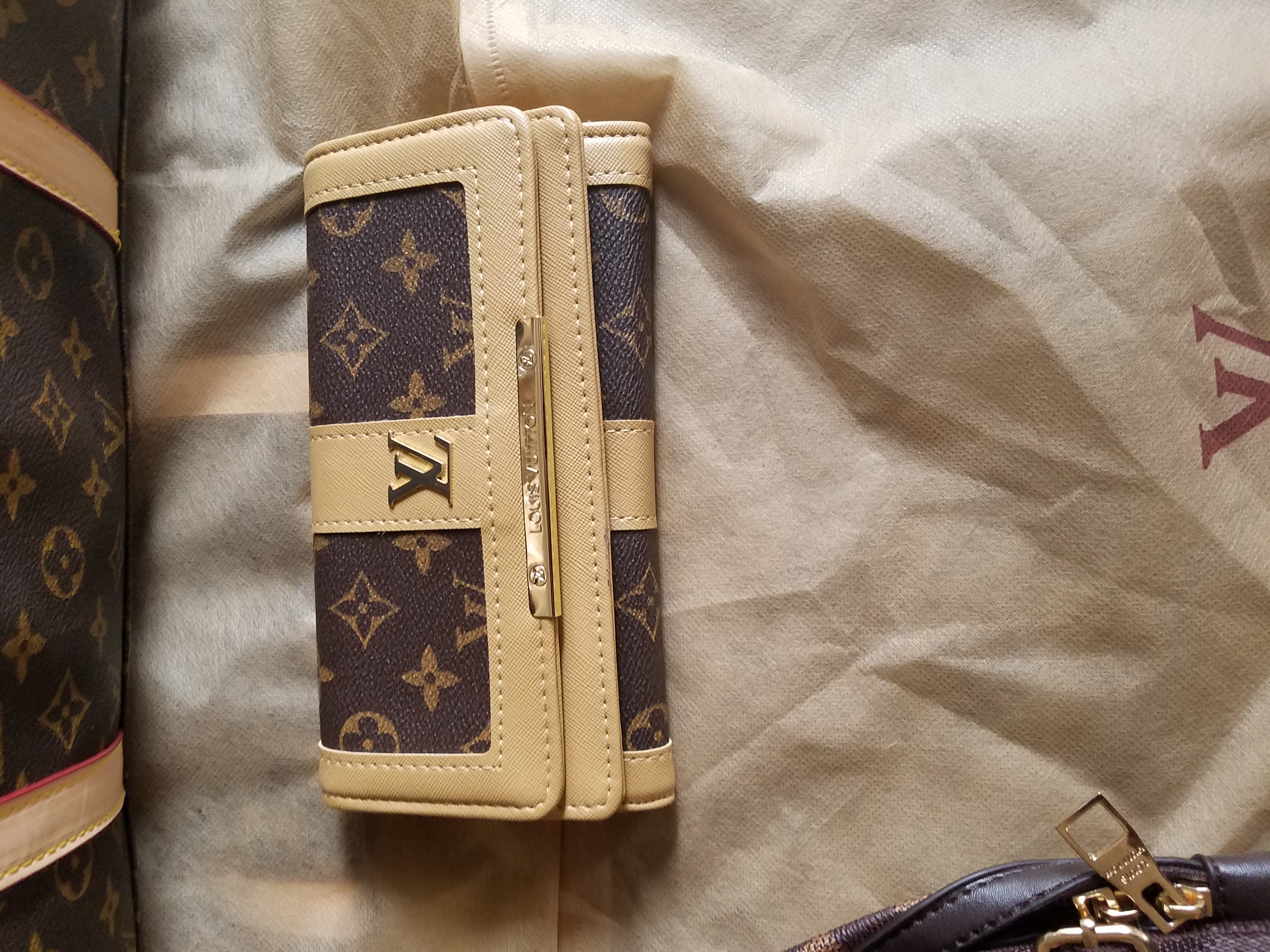 LOUIS Vuitton BRAND NEW leather wallet