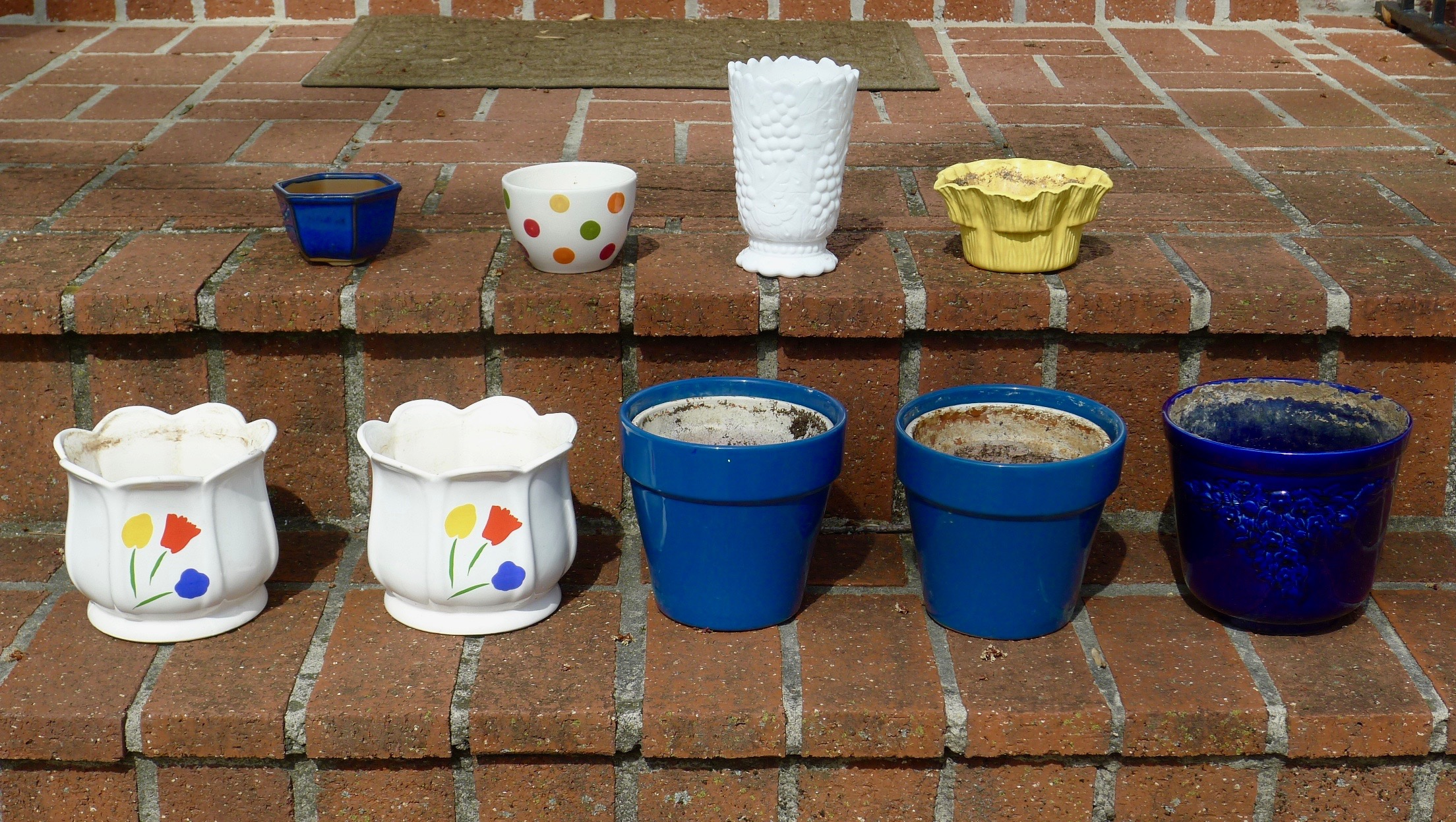 FLOWER POTS - Small $3....Large $5 - $3 (Bethesda)
