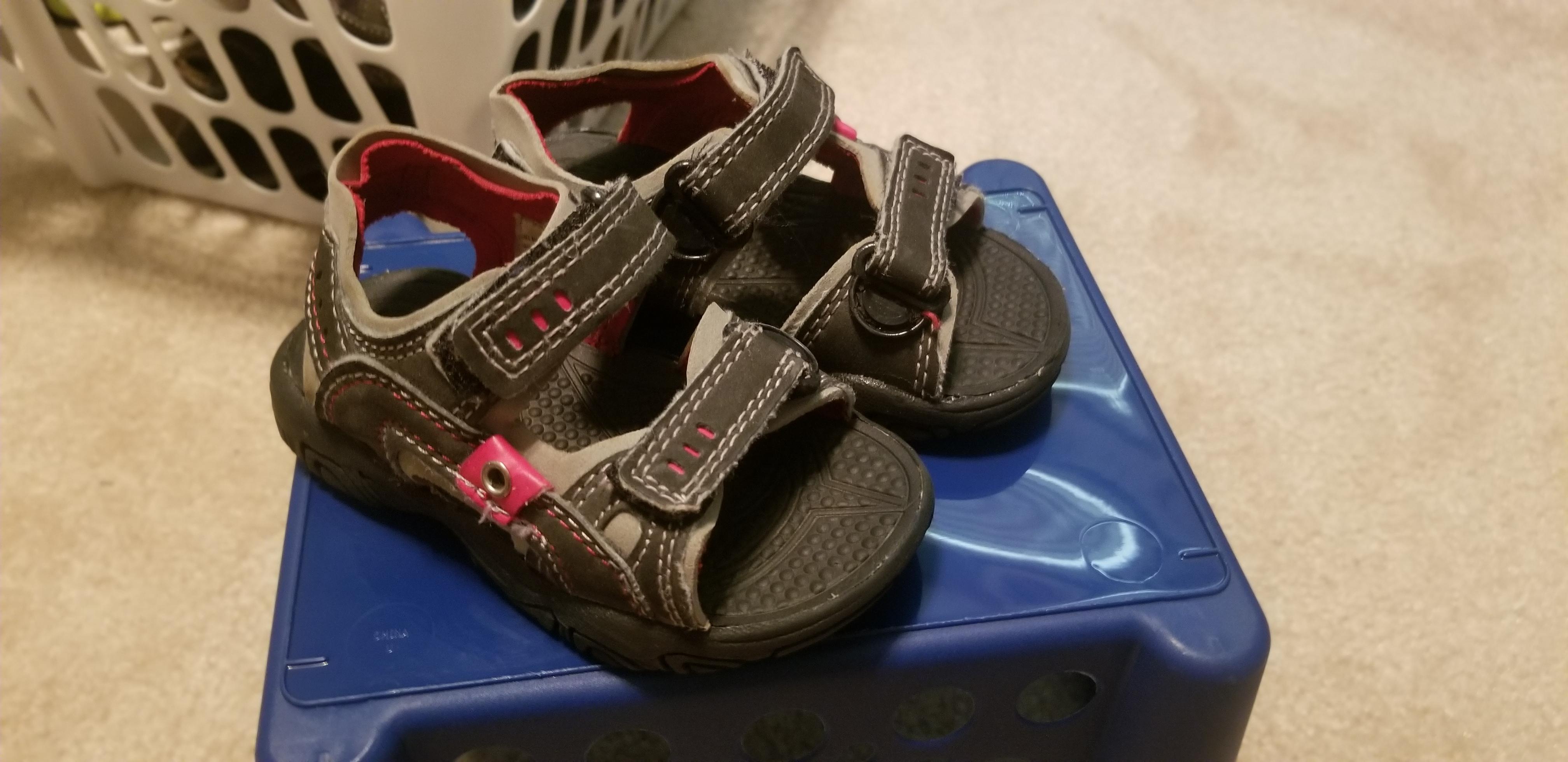 Excellent condition Circo size 5 boys sandals