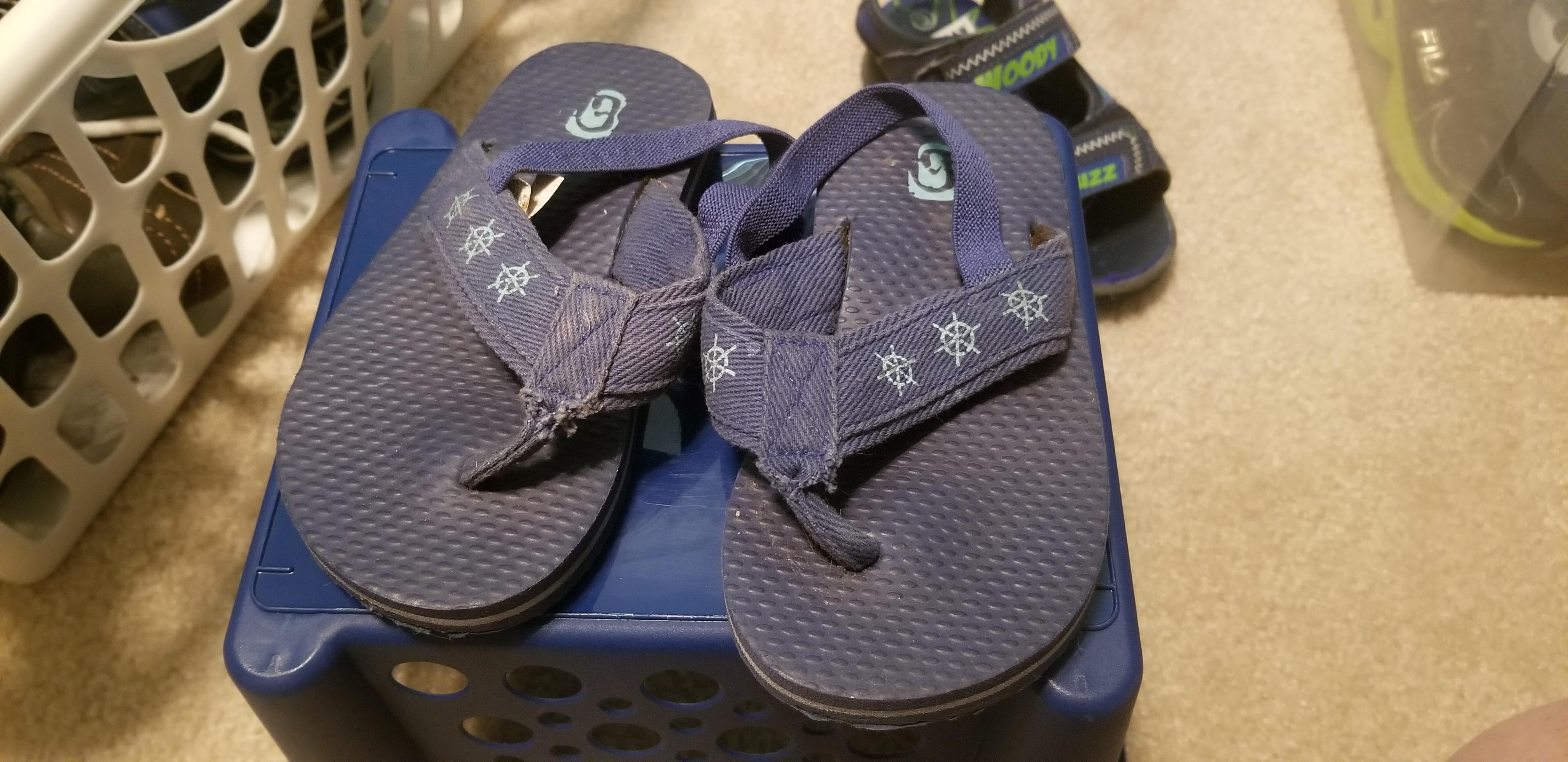 The Children's Place boys Flip flops size 8/9