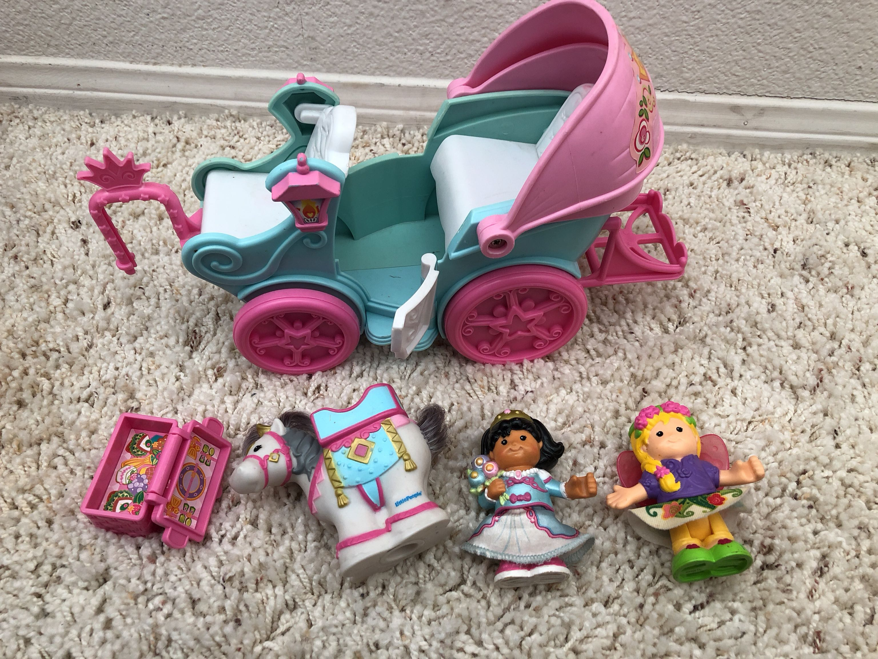 Little people carriage