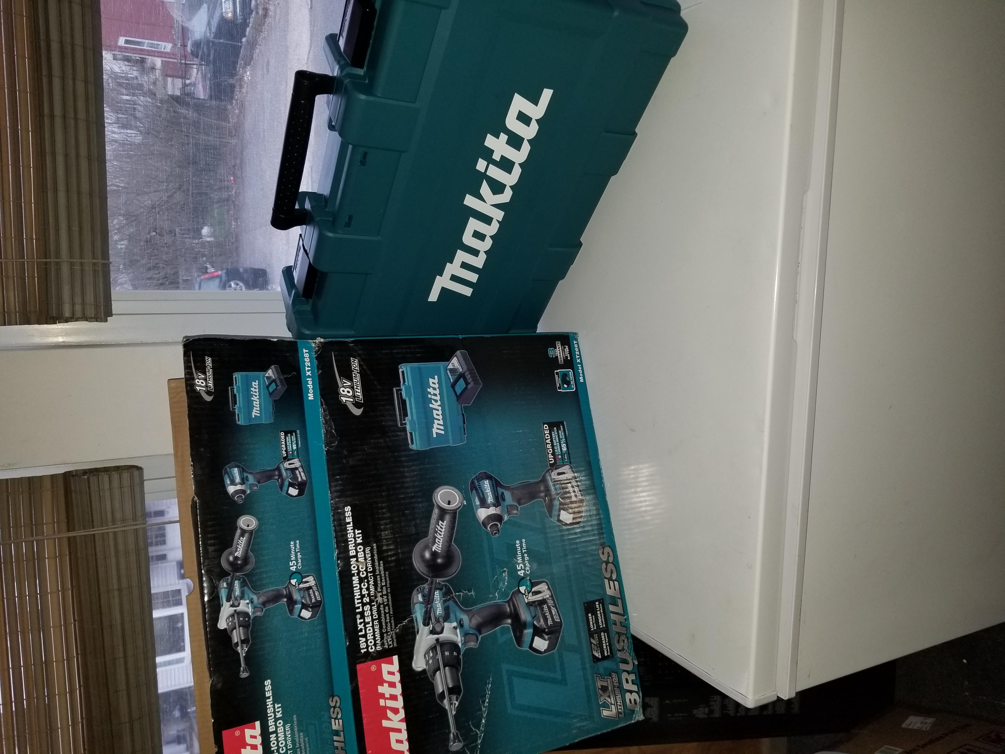 Brushless 5amp hr 18v Makita Hammer drill and impact driver kit!