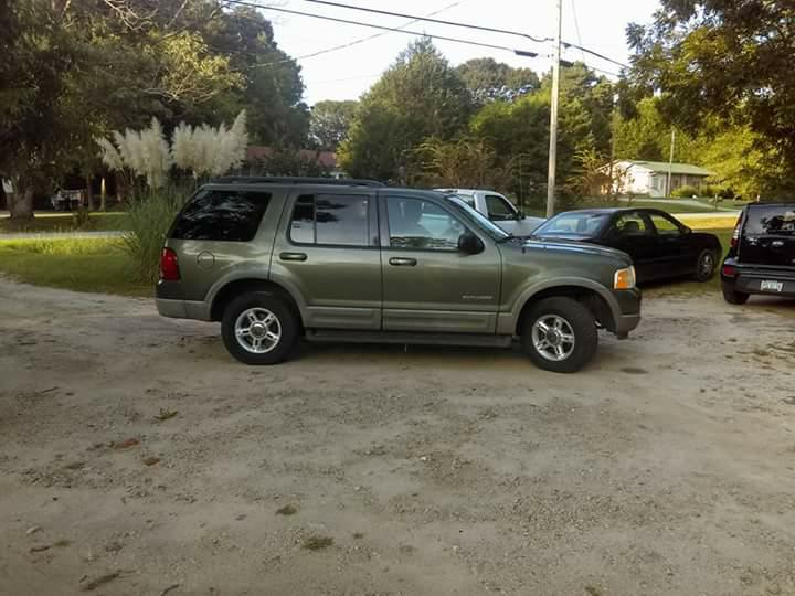 2002 ford explorer xlt 1,500 **3rd row**