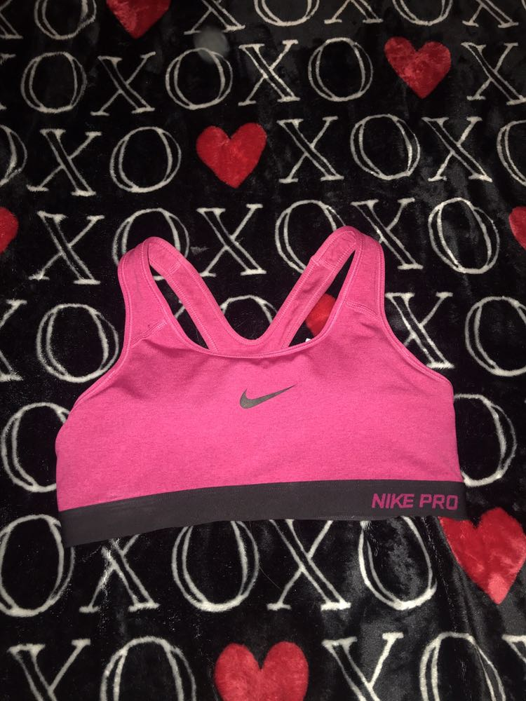 Women's Nike sports bra size medium with padding like new