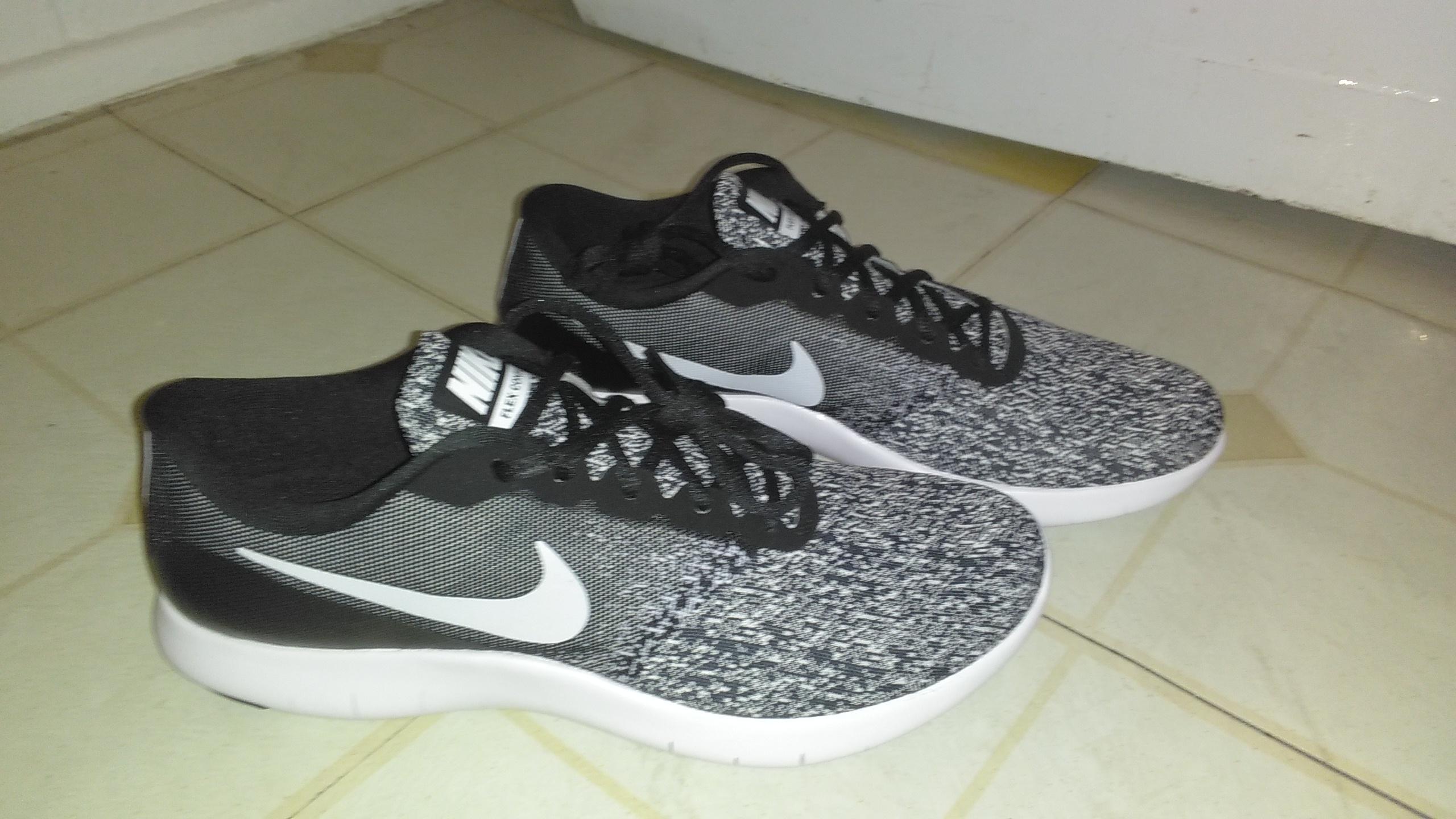 New Nike size 10