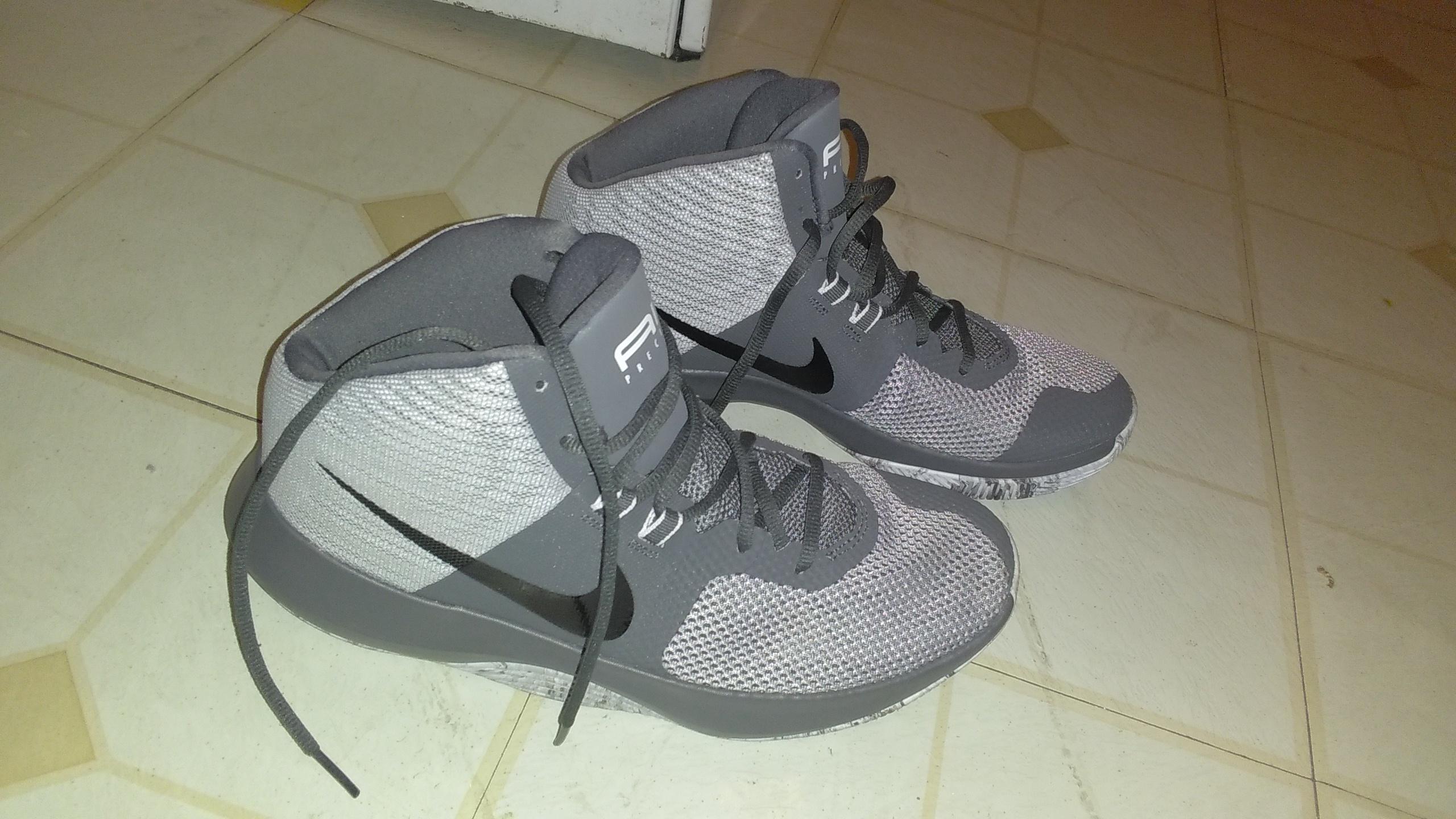 New Nike size 9