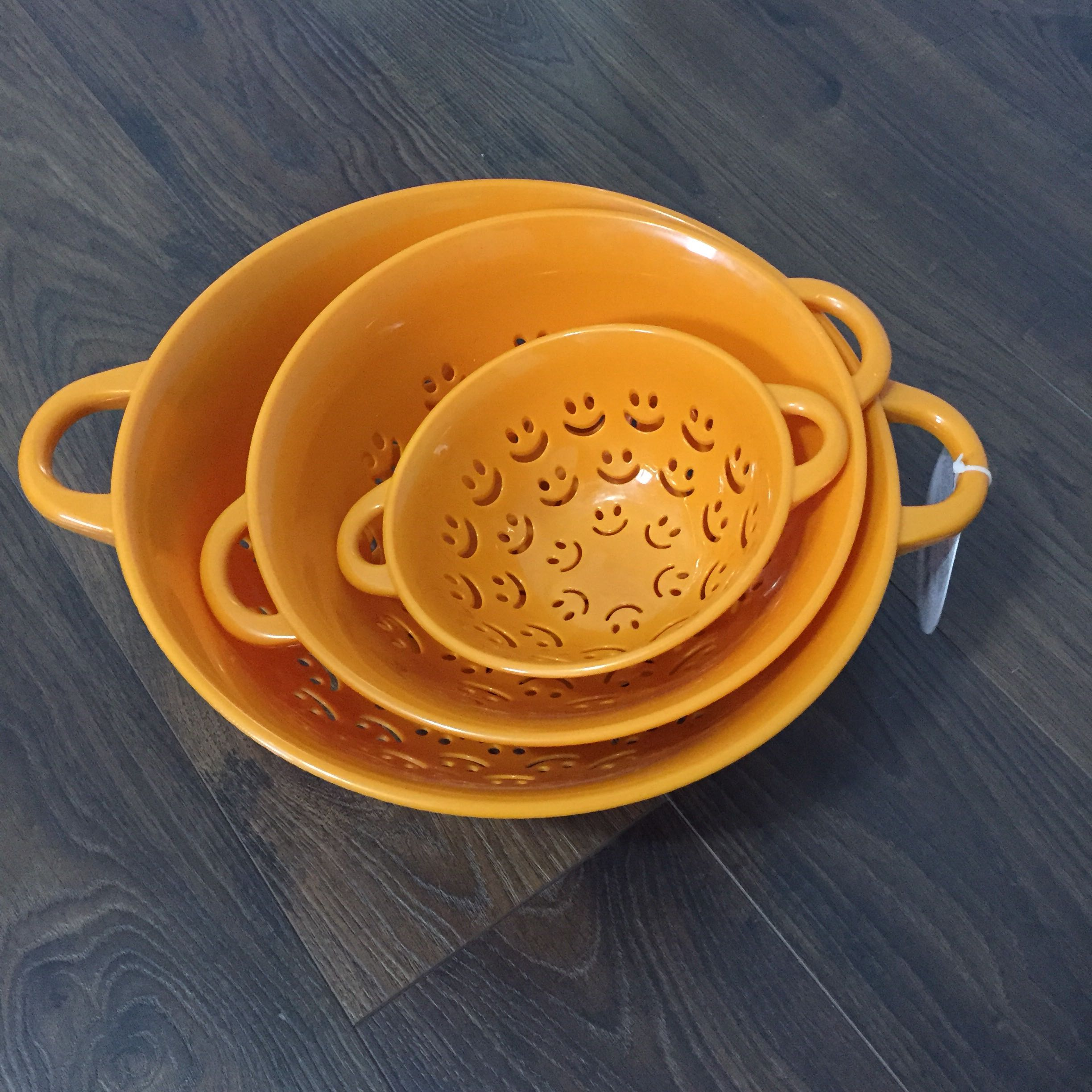 NEW nesting colanders strainers