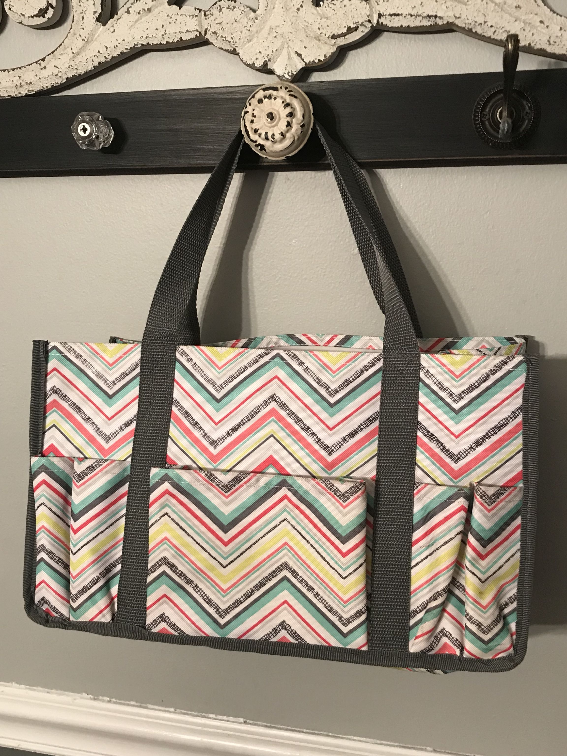 Thirty one bag w/ pockets across the front and on both ends