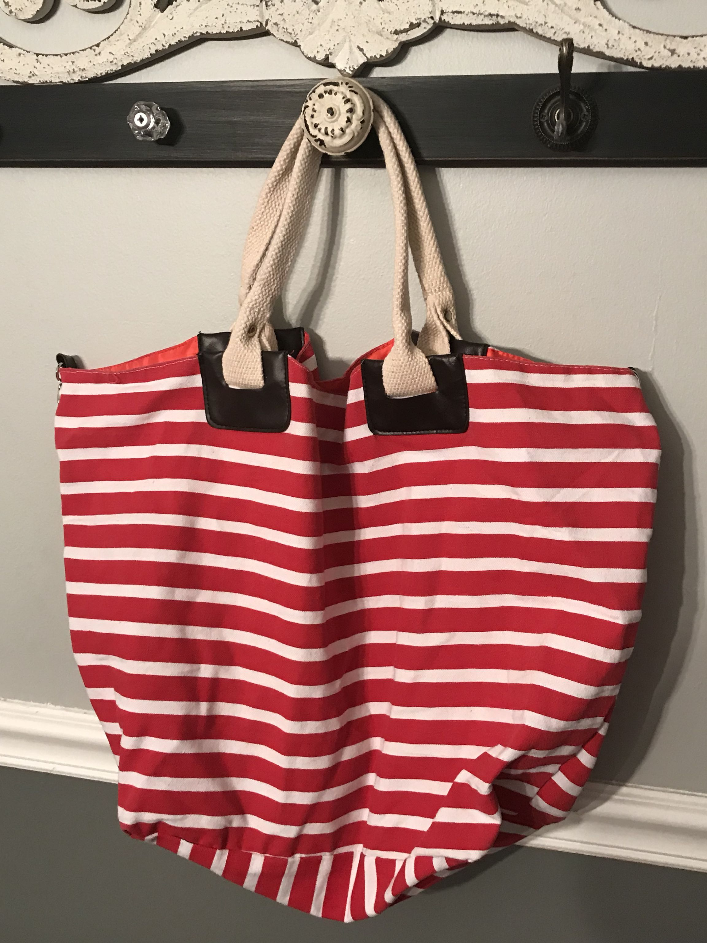 Red & white tote bag there are small pockets on the inside
