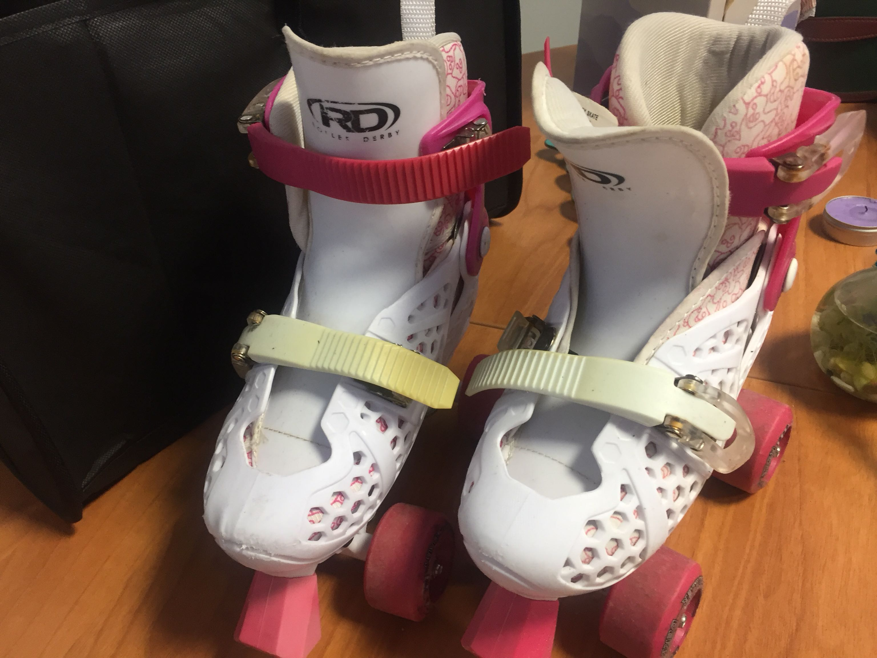 Girls adjustable roller skates