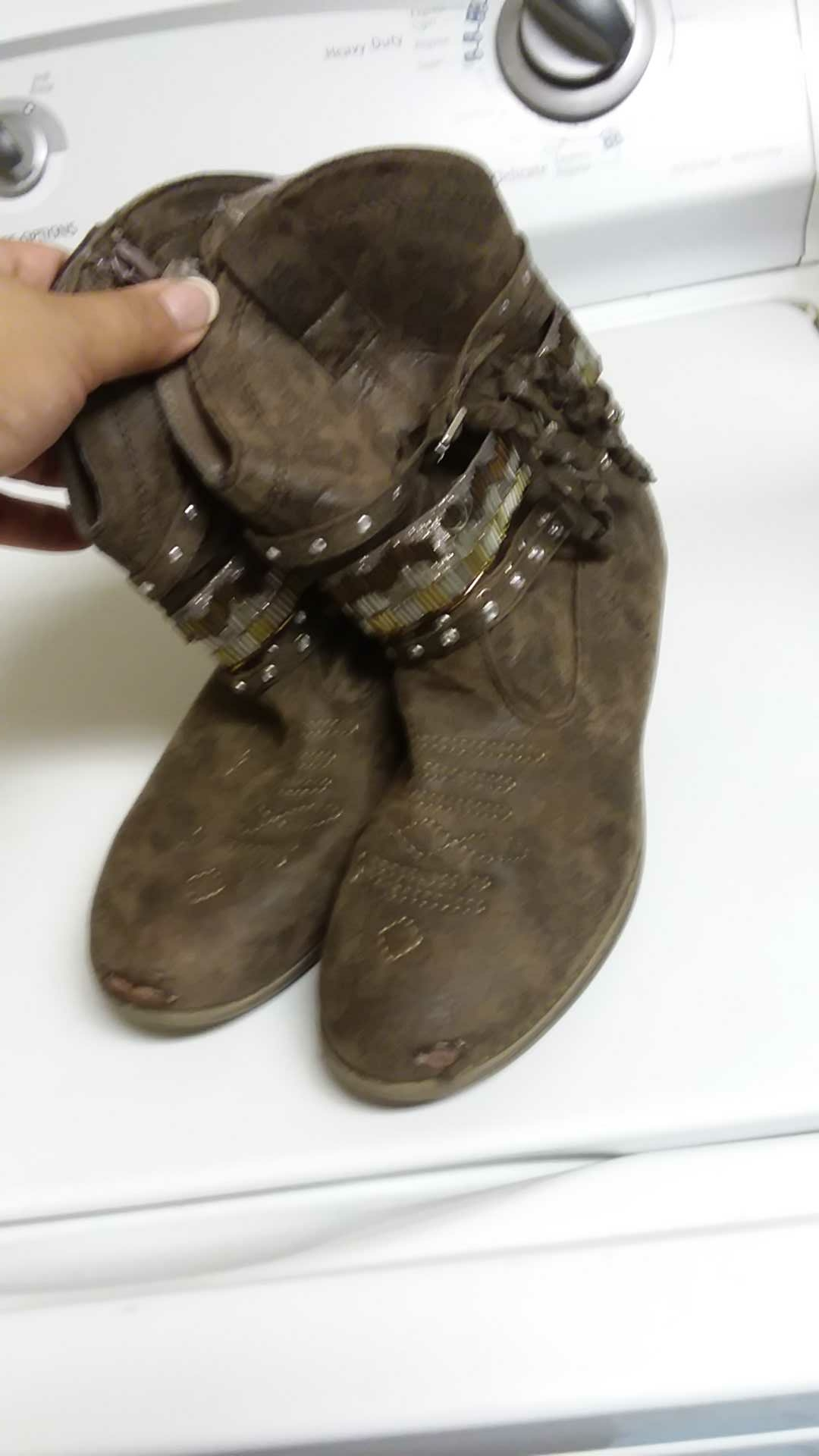 Justice girls boots SZ 4. Front peeling