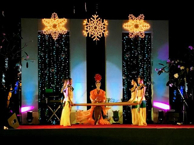 Christmas Eve Gala performance