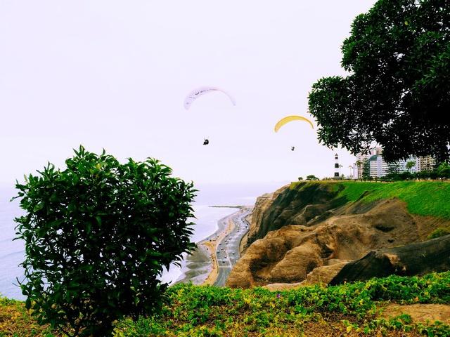 hang gliding along Miraflores cliffs