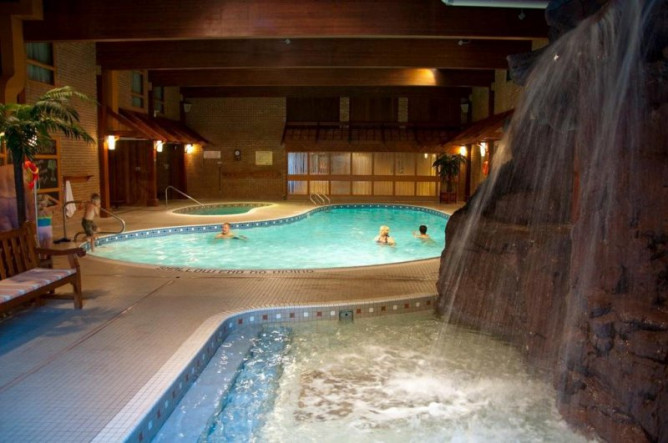 Algomas Water Tower Inn And Suites Cheap Vacations