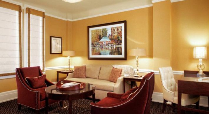 Hotels near Manhattan Mall, New York. Manhattan Mall offers an unrivalled shopping experience thanks to its exciting mix of high-street fashion and international brands, accessories, childrenswear, technology and homewear.