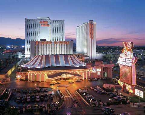 las vegas last minute deals from montreal