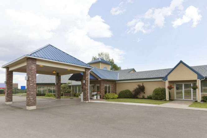 days inn and suites moncton vacation deals lowest prices. Black Bedroom Furniture Sets. Home Design Ideas