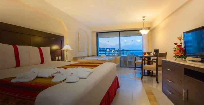 Crown Club Room - Ocean View & Private Balcony