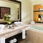El Dorado Royale Queen Room Bathroom