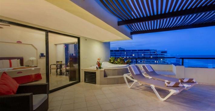 Honeymoon Suite - Oceanfront
