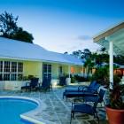 Island_Inn_Hotel_Pool