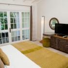 Island_Inn_Hotel_Room
