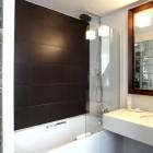 Little Palace Hotel Room Bathroom