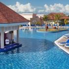 Memories Flamenco Beach Resort Poolside