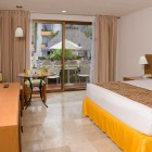 Plaza_Pelicanos_Club_Room