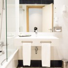 quality_inn_porto_room