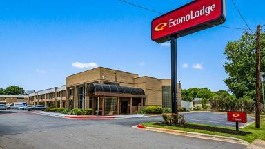 Econo Lodge Airport near Billy Graham Parkway