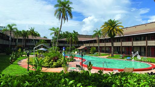 Holiday Hotel & Resort