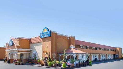 Days Inn & Suites Terre Haute, IN