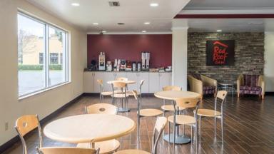 Red Roof Inn & Suites Brunswick