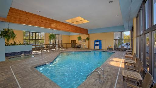 Last Minute Discount At Inn On The River Pigeon Forge