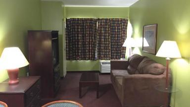 Guest Cottage & Suites