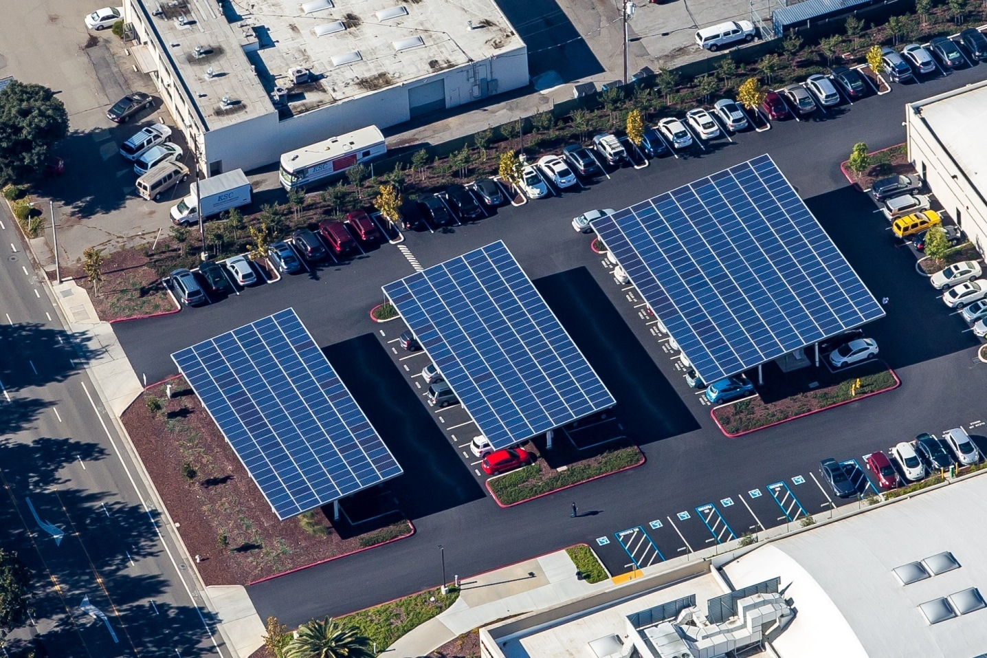 Solar Parking Lot Canopy ... & Solar Carports | Commercial Solar Carport Design u0026 Installation