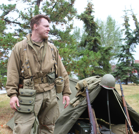 Reenactors Wear Various Wwii Uniforms World War Ii - Newwallpaperjdi co